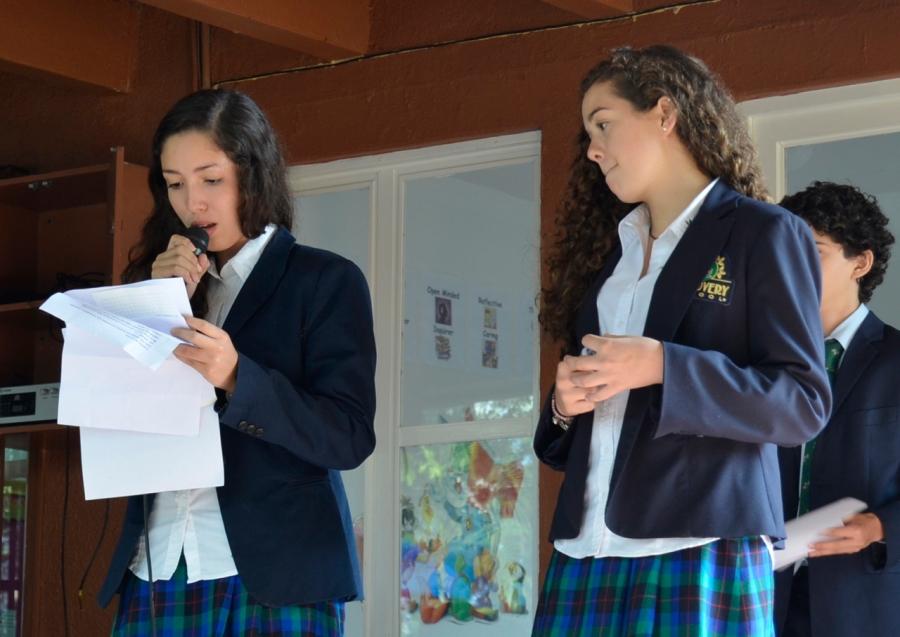 Ceremonia dirigida por alumnos de 9o